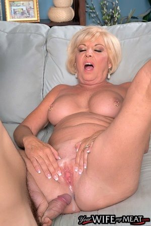Gray-haired husband sees mature wife Scarlet Andrews getting creampied