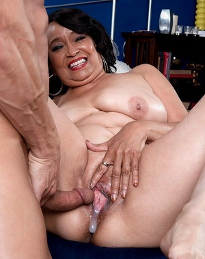 Chunky Latina granny Rochelle Sweet dripping cum from cunt after sex