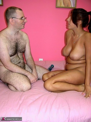 Huge-boobed mature BBW bare with her floppy bra-stuffers hanging gives an oldman handjob