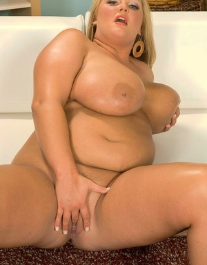 BBW Anna Kay shows her big tits before she fingers her drenched honeypot
