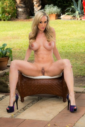 MILF with an incredible body Brandi Love shows off her nude assets in public