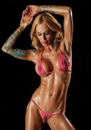 Tattooed blonde Sarah Jessie frees boobies and twat from bikini in heels